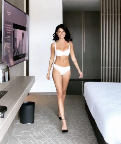 Alev-alev otelde buluşan hanım Gülnur