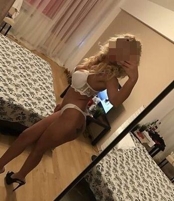 Sarı saçlı Sexy Asrin
