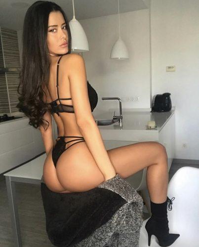 Seks kraliçası oral yapan kadın Gülfem