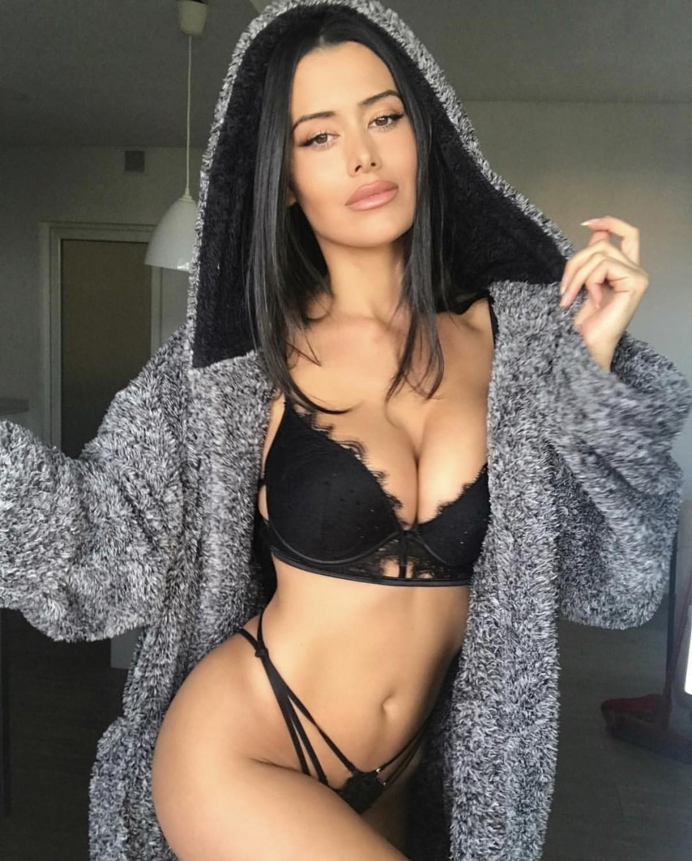 Seksi esmer Ayşan
