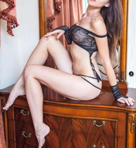 Seksi saksocu kadın Gülriz